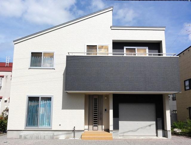 中二階に大空間収納室とインナーガレージのある家~青森市~